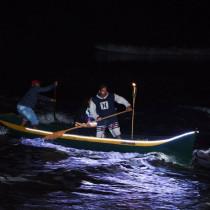 Canoas com luzes de LED impressionam público na Festa de São Pedro Pescador