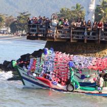 Procissão Marítima encanta moradores e turistas em Ubatuba