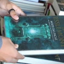 Feira do Livro de Ubatuba acontece na Praça da Baleia