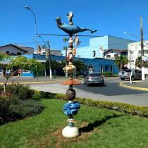 Artistas de Ubatuba presenteiam a cidade com obra de arte coletiva