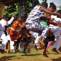 Intercambistas do Malawi, Moçambique e Noruega realizam oficina de dança em Ubatuba