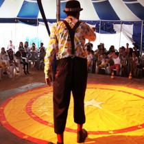 """""""Zé Gambiarra Circo Show"""" é atração no Teatro Municipal de Ubatuba"""